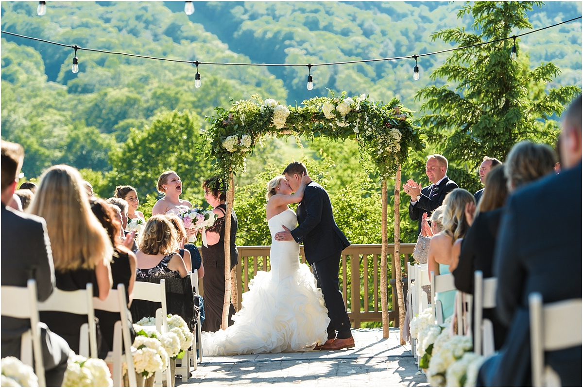 Chelsey Doug S Summer Wedding At Stowe Mountain Lodge Vermont Photographer Suzanna March Photography